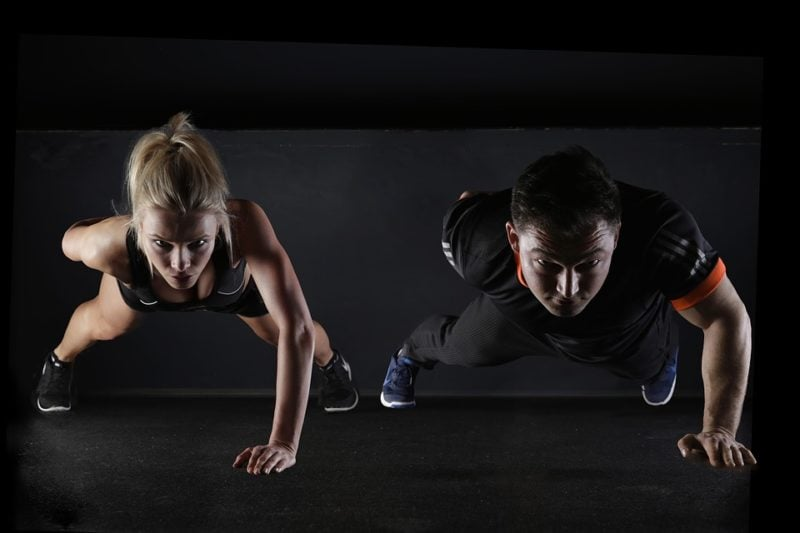 posizioni di esercizio per le braccia dimagranti