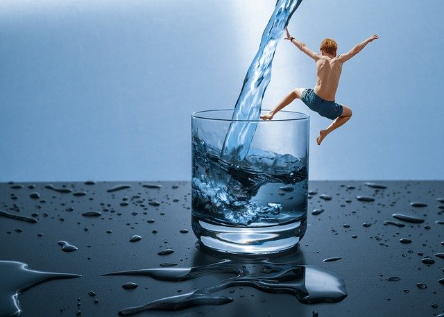 Quanta-acqua-bere-al-giorno